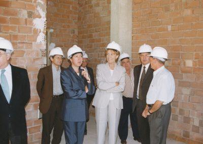1999-04 Visita de la Alcaldesa al local social de Barrio Peral