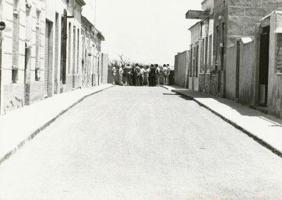 1980-05-31 Visita a Barrio Peral por el alcalde acompañado por